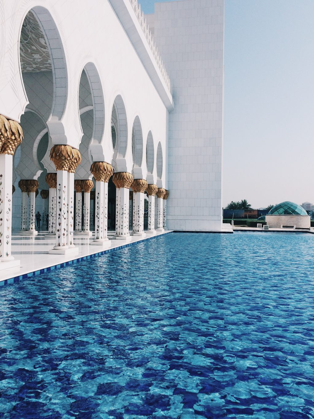 day trip from dubai to sheikh zayed grand mosque in abu dhabi. Black Bedroom Furniture Sets. Home Design Ideas